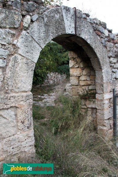 Mediona - Castell, portal exterior, del segle XV
