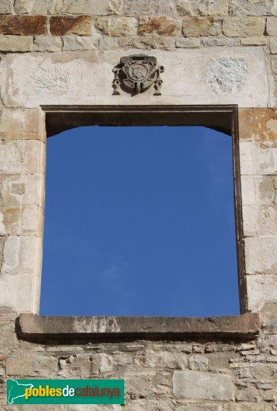 Barcelona - Convent de Sant Agustí, finestra de la plaça de l'Acadèmia