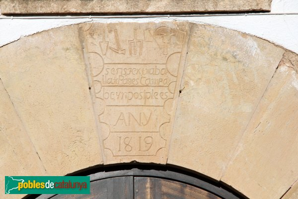 Font-rubí - Mas Romeu, inscripció d'un portal
