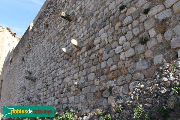 Torrelles de Foix - Muralla del casal dels Peguera
