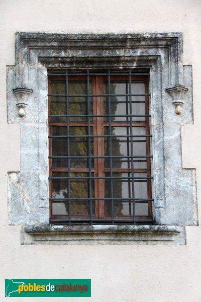 Castellet i la Gornal - Caves Oriol Rossell, finestra antiga