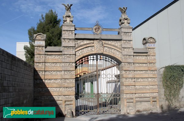 Santa Margarida i els Monjos - Porta de la fàbrica de ciment