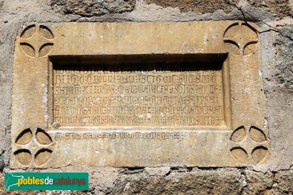 Cantallops - Església de Sant Esteve, làpida gòtica