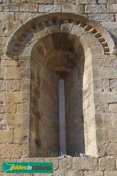 Agullana - Església de Santa Maria, finestra façana migdia