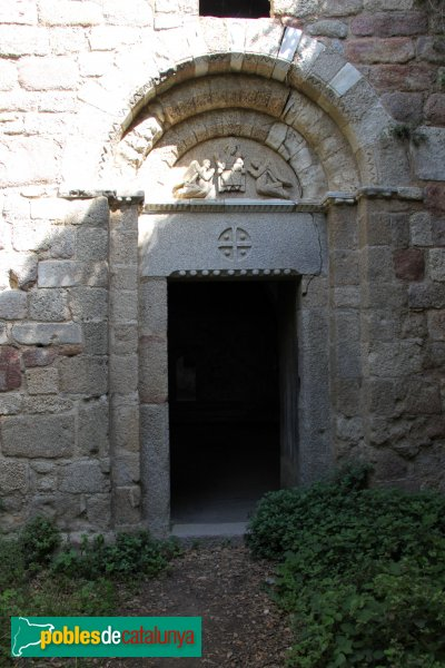La Jonquera - Portada de l'església del castell