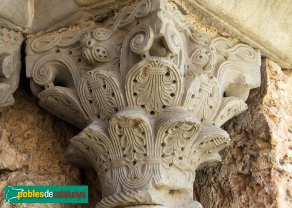 Cistella - Santa Maria de Cistella, capitell portada