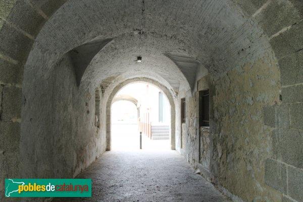 La Jonquera - Plaça Major, porxo de l'Ajuntament