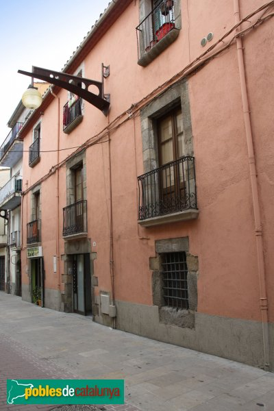 La Jonquera - Ca l'Armet, façana carrer Major