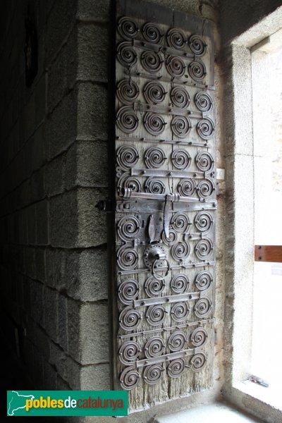 Maçanet de Cabrenys - Església de Sant Martí, ferramenta medieval