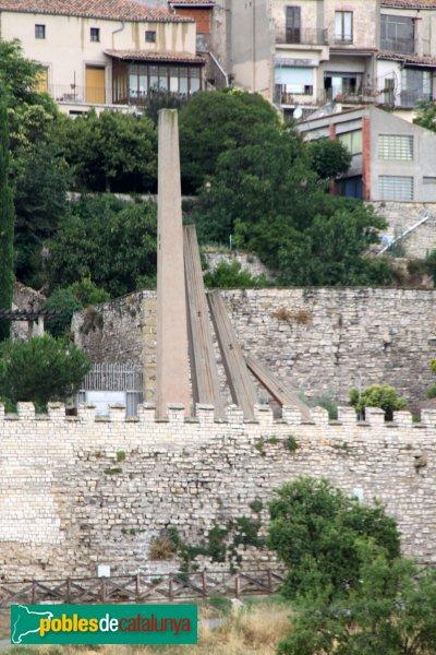 Cervera - Muralla i monument a la Generalitat