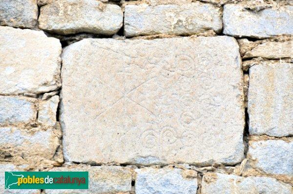 Església de Santa Eulàlia a Unha - Pedra de la paret decorada