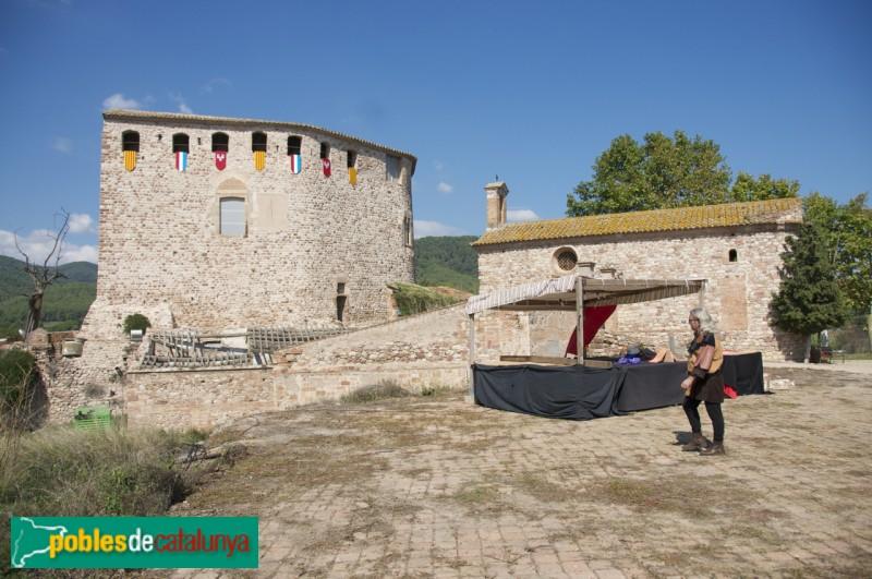 Castell de Sentmenat: l'era davant el Castell i l'Ermita