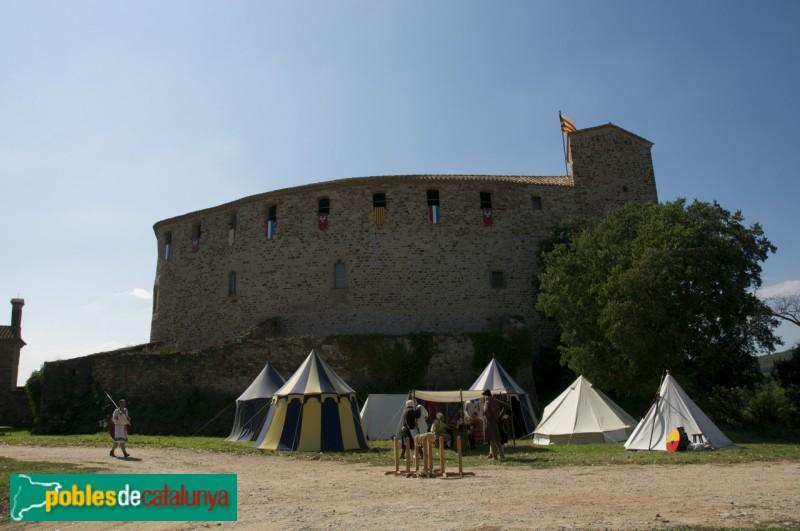Castell de Sentmenat: part del darrere, dia de fira Medieval