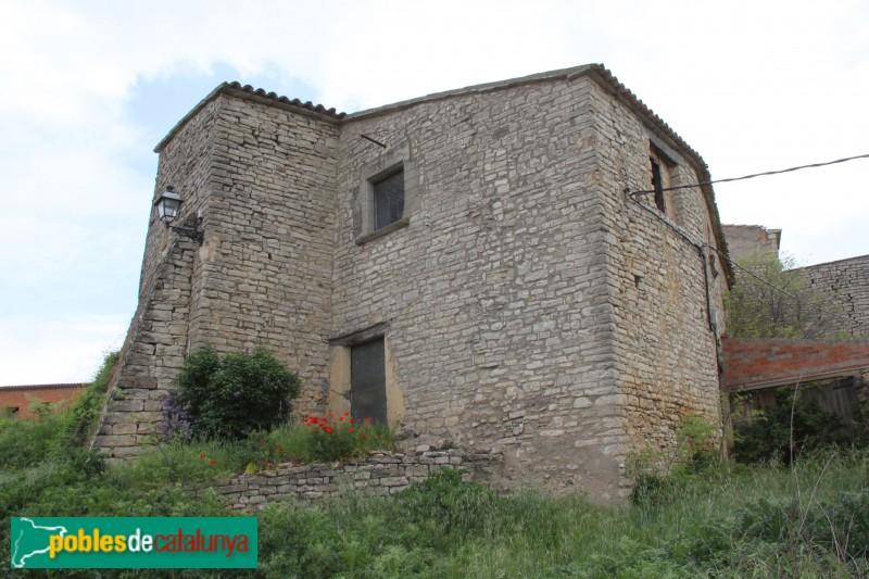 Sant Guim de Freixenet - Casa adossada al castell de Santa Maria
