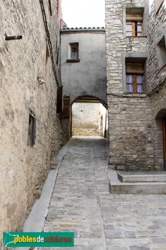 Sant Guim de Freixenet - Pas cobert prop del Castell de la Tallada
