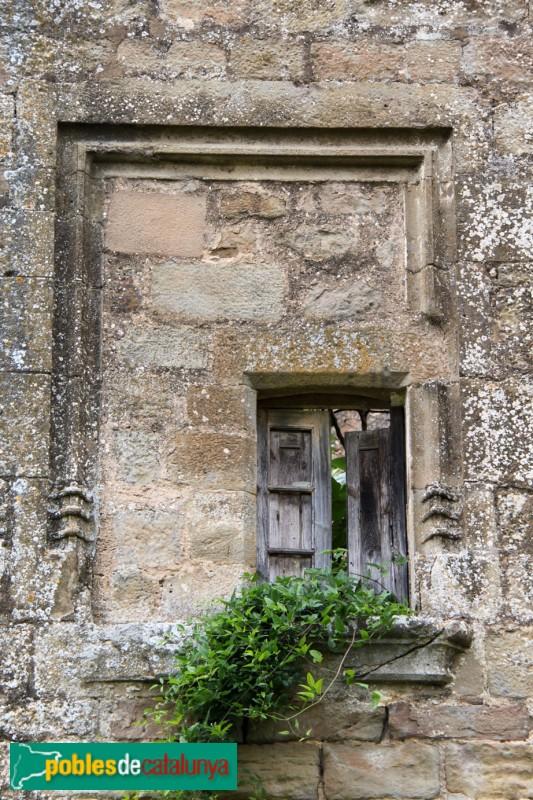 Torà - Castell de Llanera, detall d'una finestra