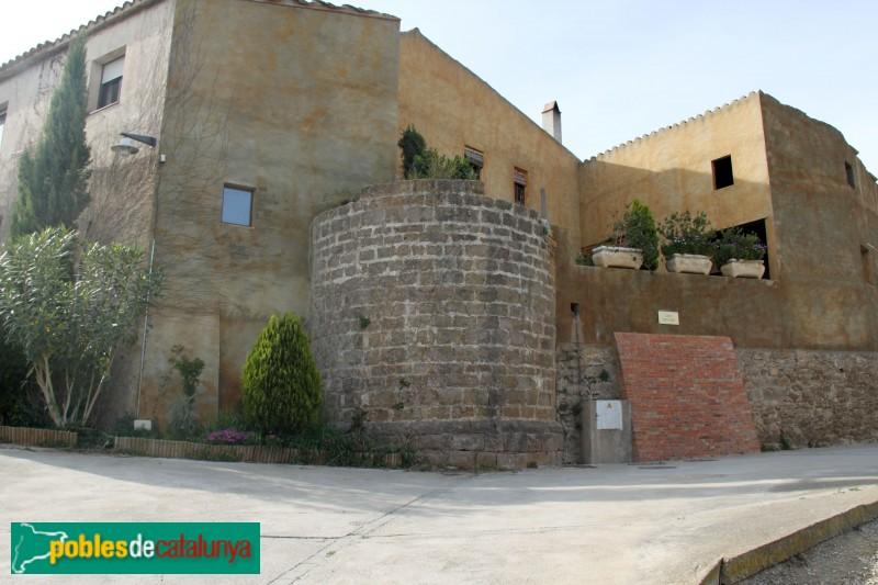 Serra de Daró - Torre secundària del castell de Sant Iscle