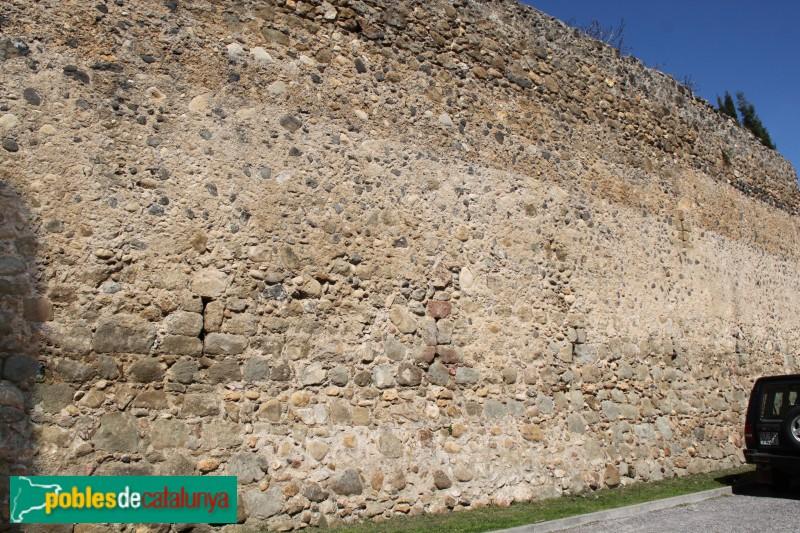 Corçà - Muralla del castell