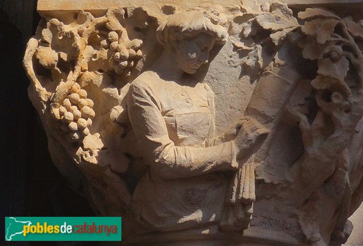 Sabadell - Seu de l'antiga Caixa de Sabadell. Detall d'un capitell