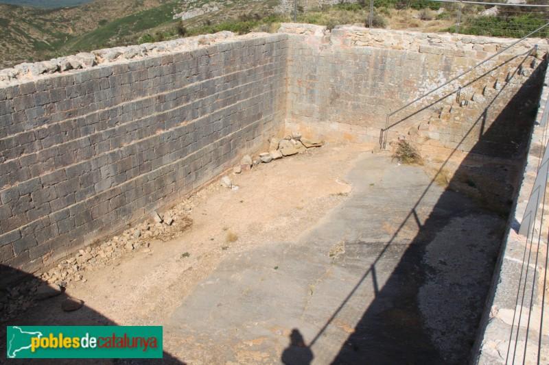 Torroella de Montgrí - Castell de Montgrí, cisterna exterior