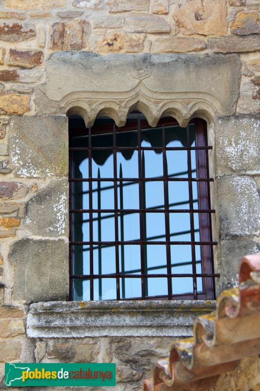 Ullastret - Finestra de l'antic mas