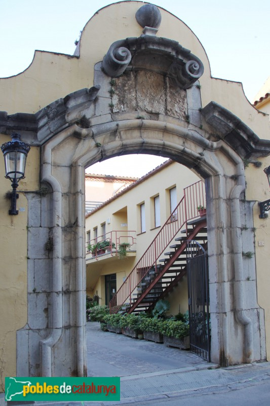 Torroella de Montgrí - Convent de Sant Agustí: portada