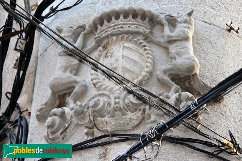 Torroella de Montgrí - Palau Solterra, escut a la cantonada