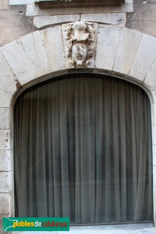 Torroella de Montgrí - Palau Solterra, façana del carrer Hospital