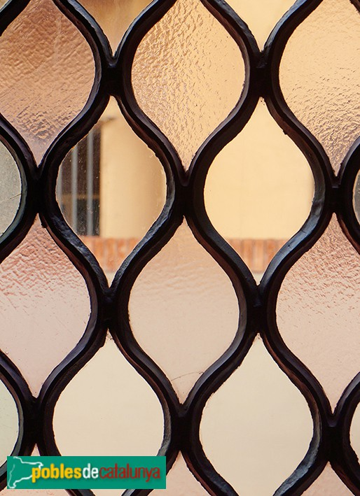 Barcelona - Palau Güel, corredor amb vidrieres emplomades