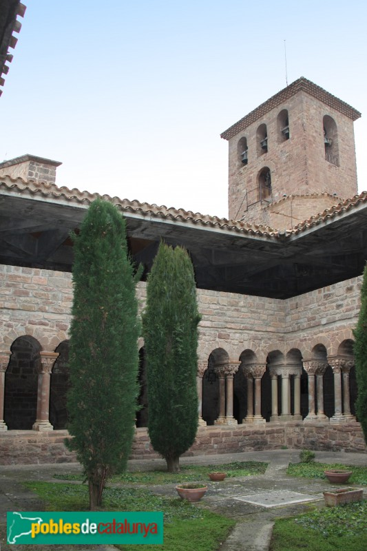 L'Estany - Claustre del monestir de Santa Maria