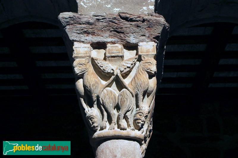 L'Estany -Claustre. Animals rampants i caps