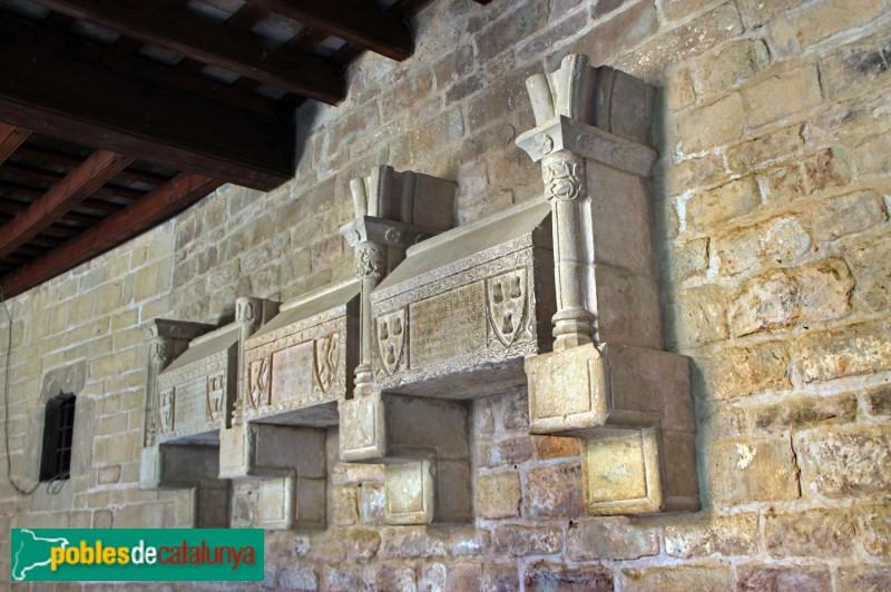 L'Estany - Sarcòfags dels abats Jaume de Rocabruna, Berenguer Desvall, Berenguer Riudeperes