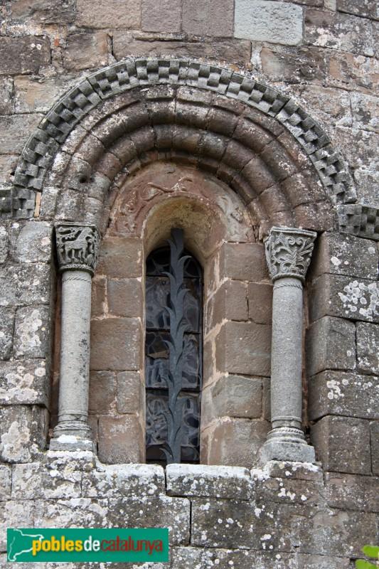 L'Estany - Església del Monestir, finestra absis