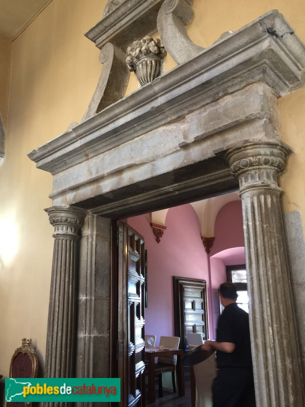 Torroella de Montgrí - Palau Reial (Mirador), porta interior