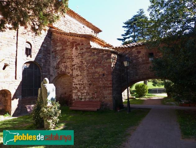 Sant Martí del Brull. Restes de l'antiga porta d'accès