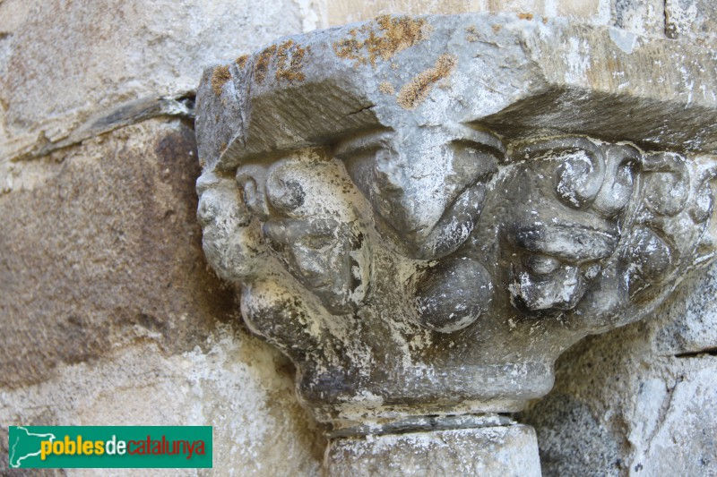 Tredòs - Santa Maria de Cap d'Aran, capitell de la portada
