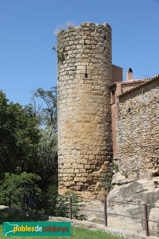 Peratallada - Muralla, torre cilíndrica
