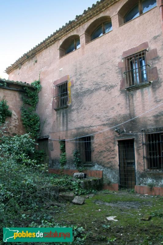 Torrelles de Llobregat - Can Güell, cos lateral