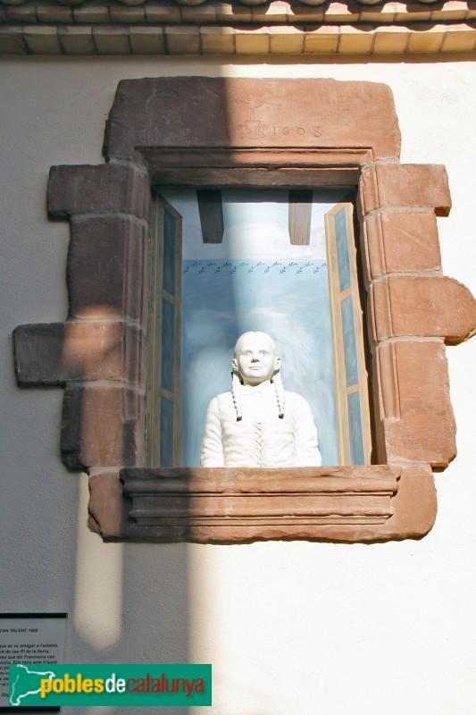 Torrelles de Llobregat - Ca la Cinta, finestra de Can Valent