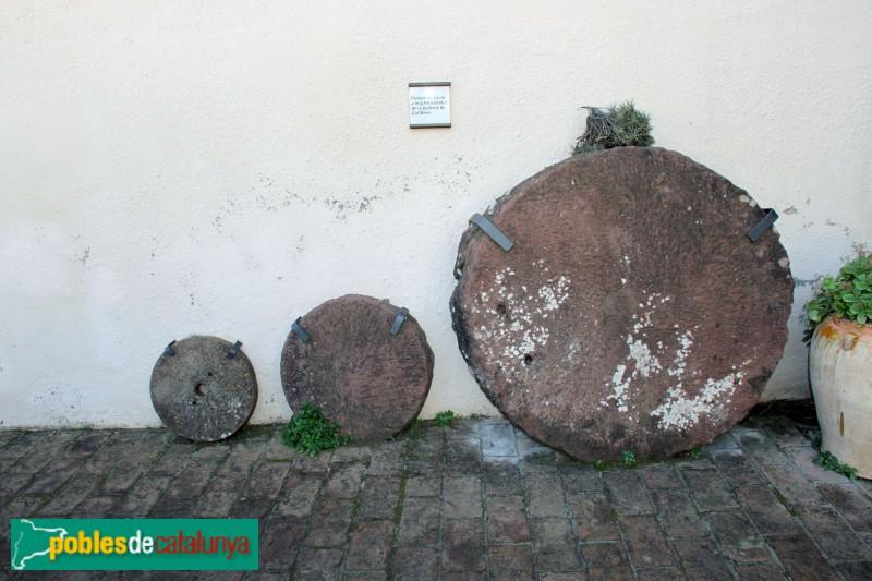 Torrelles de Llobregat - Ca la Cinta, pedres de sauló de la pedrera de Cal Mero