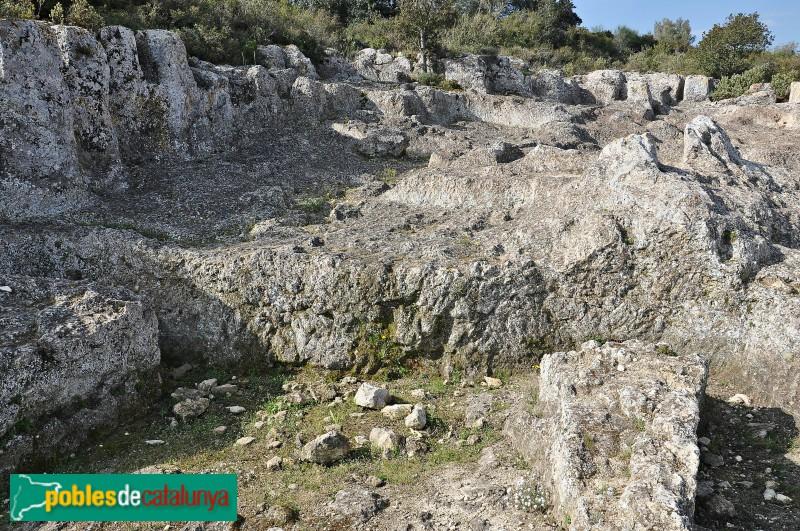 Poblat d'Olèrdola - Sitges, pedrera i habitatges