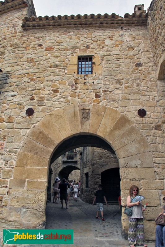 Pals - Portal del carrer Major