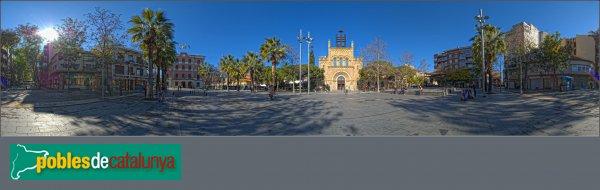 Castelldefels - Panoràmica de la plaça amb l'església al centre