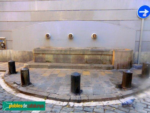 Barcelona - Plaça de Sant Agustí, font