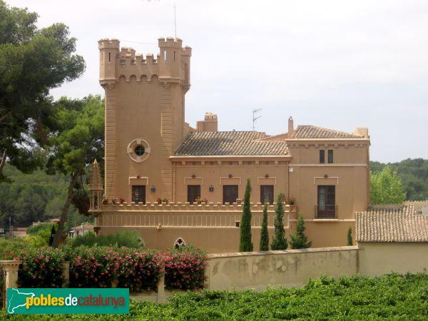 Sant Pere de Ribes Torre del Veguer, façana lateral